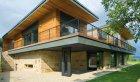 Řídicí systém luxusního inteligentního rodinného domu v Brně